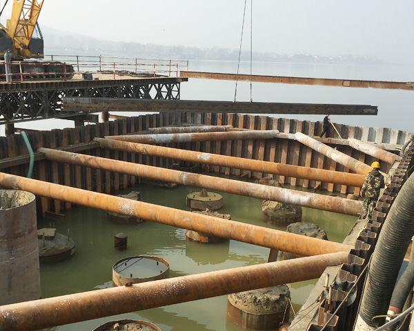 荆门枣潜高速跨汉江大桥18米拉森钢板桩围堰施工