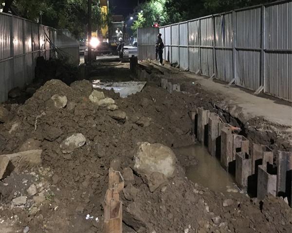 漯河市泰山路污水管网工程钢板桩支护施工