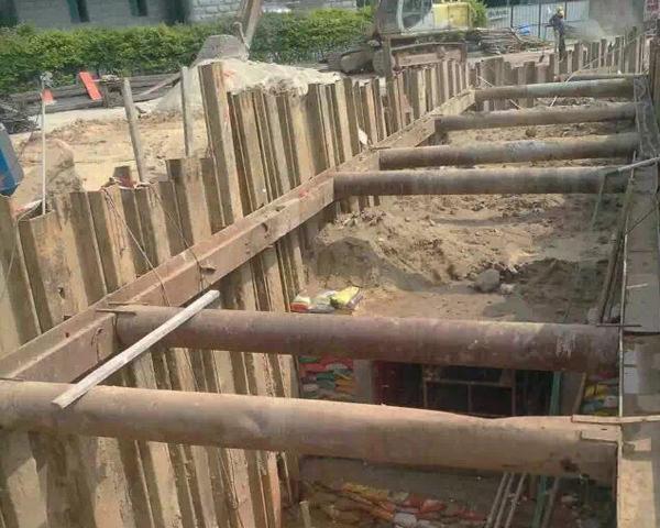潜江市政箱涵钢板桩支护施工