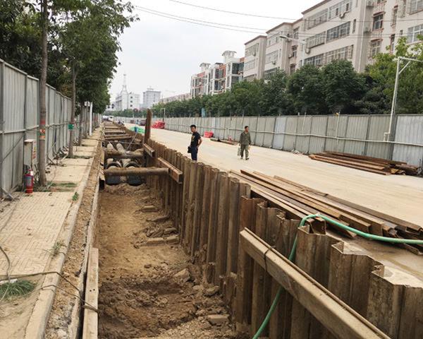 漯河大学路热力管道工程拉森钢板桩施工