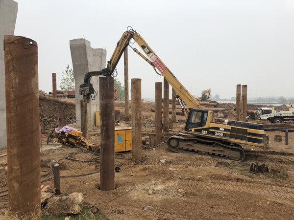 武汉檀军公路扩宽改造工程钢管桩打拔