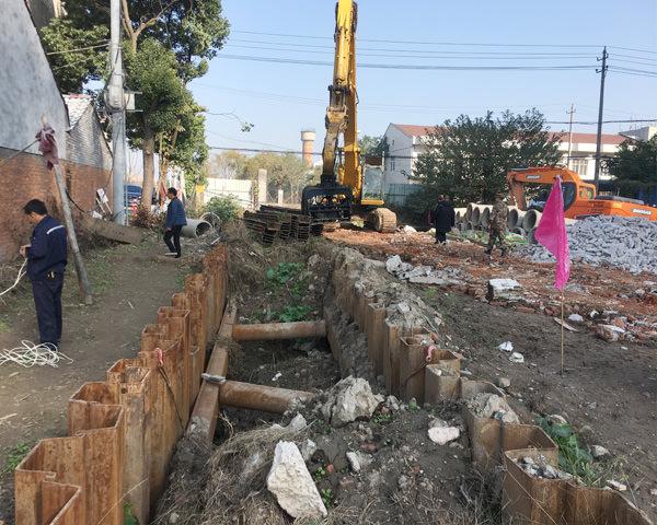 荆州市新港大道改造工程拉森钢板桩施工