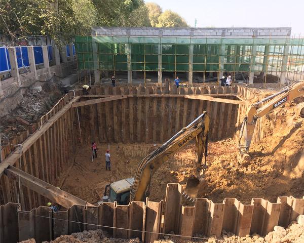 武汉东湖水上运动中心消防水池深基坑钢板桩施工