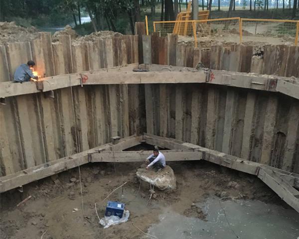 郑州至阜阳高铁先行段周口段钢板桩施工